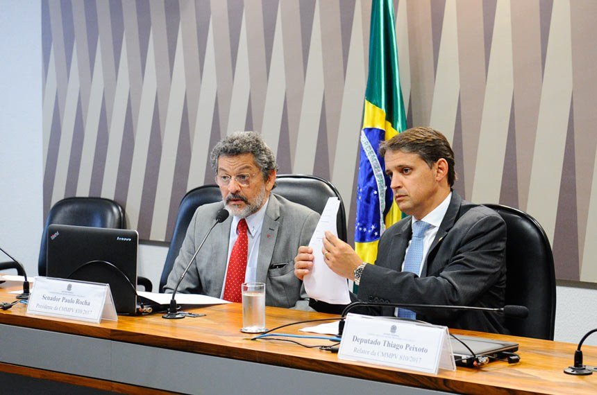 Comissão Mista da Medida Provisória (CMMPV)- MP 810/2017 (incentivos ao setor de Informática): Realiza reuniçao para avaliação de relatório.  Mesa: presidente da CMMPV 810/2017, senador Paulo Rocha (PT-PA); relator da CMMPV 810/2017, deputado Thiago Peixoto (PSD-GO).  Foto: Marcos Oliveira/Agência Senado