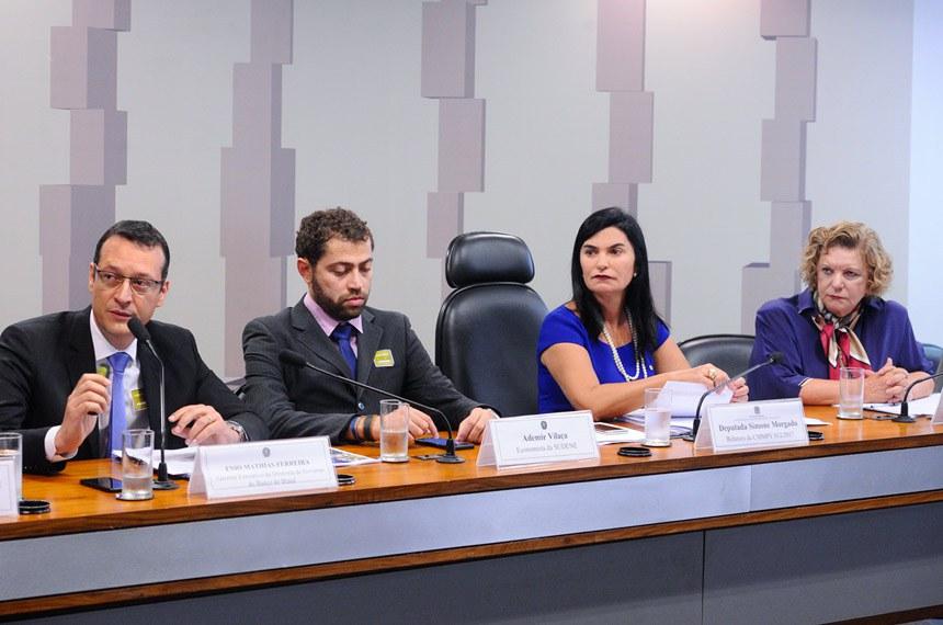 Comissão Mista da Medida Provisória nº 812, de 2017  (operações com recursos dos Fundos Constitucionais de Financiamento do Norte, do Nordeste e do Centro-Oeste): realiza audiência com representantes da Superintendência do Desenvolvimento do Nordeste (Sudene), Superintendência de Desenvolvimento do Centro-Oeste (Sudeco), Superintendência do Desenvolvimento da Amazônia (Sudam) e  Banco do Nordeste do Brasil S.A. (Bnb).  Mesa: gerente Executivo da Diretoria de Governo do Banco do Brasil; Enio Mathias Ferreira; economista da Superintendência do Desenvolvimento do Nordeste (Sudene), Ademir Vilaça; relatora da CMMPV 812/2017, deputada Simone Morgado (PMDB-PA); relatora da revisora da CMMPV 812/2017, senadora Lúcia Vânia (PSB-GO).  Foto: Marcos Oliveira/Agência Senado