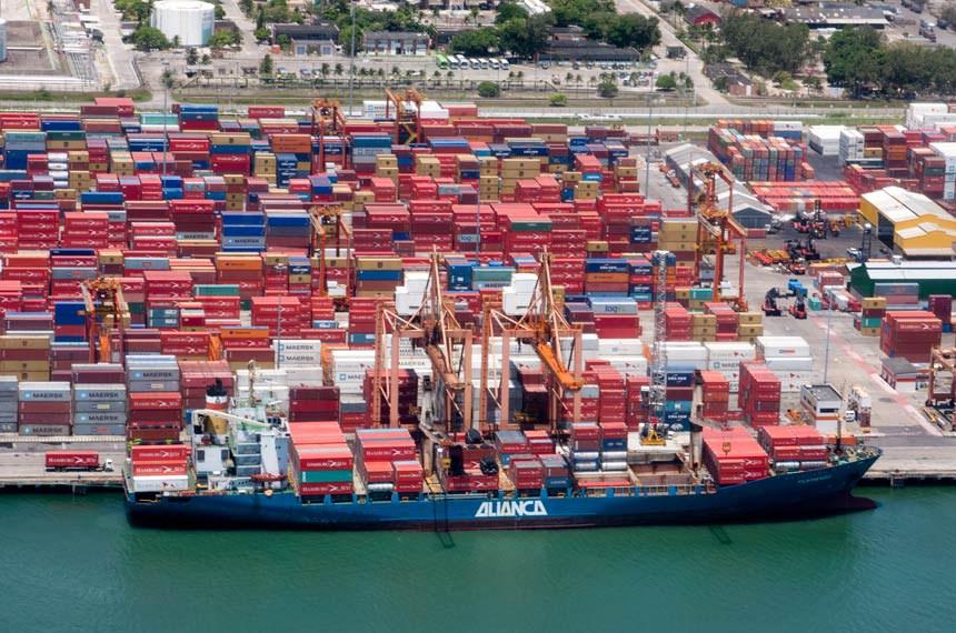 O Complexo Industrial Portuário Governador Eraldo Gueiros, mais conhecido como Porto de Suape, é um porto brasileiro localizado no estado de Pernambuco, entre os municípios do Ipojuca e Cabo de Santo Agostinho, na Região Metropolitana do Recife.
