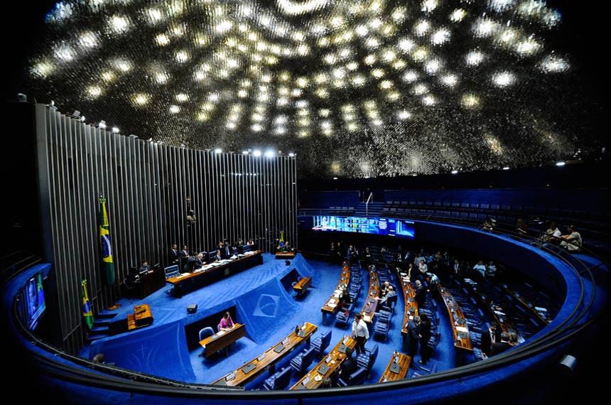 Plenário do Senado Federal durante sessão deliberativa ordinária.   À mesa, o presidente da Casa, senador Eunício Oliveira (PMDB-CE) preside sessão.  Foto: Marcos Oliveira/Agência Senado