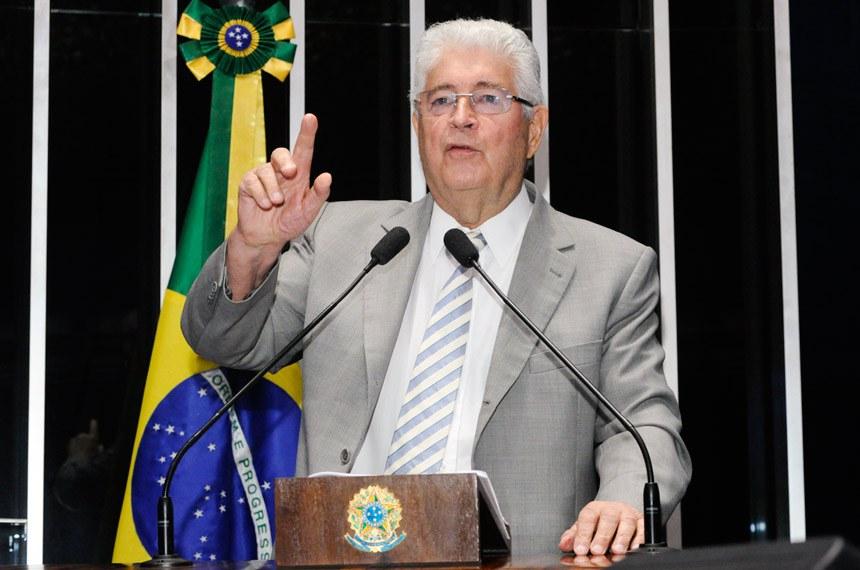 Plenário do Senado Federal durante sessão não deliberativa.   À tribuna em discurso, senador Roberto Requião (PMDB-PR).  Foto: Waldemir Barreto/Agência Senado