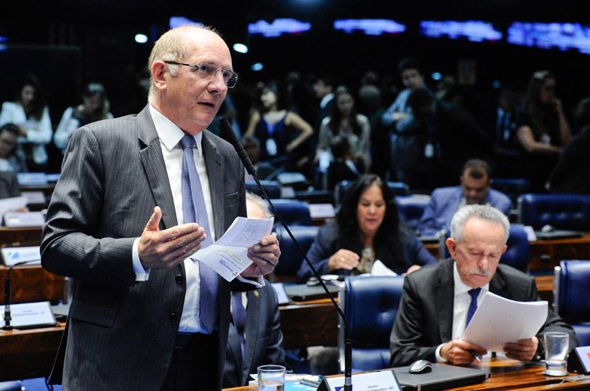 Plenário do Senado em sessão deliberativa extraordinária.  Em pronunciamento, senador Paulo Bauer (PSDB-SC).  Foto: Marcos Oliveira/Agência Senado
