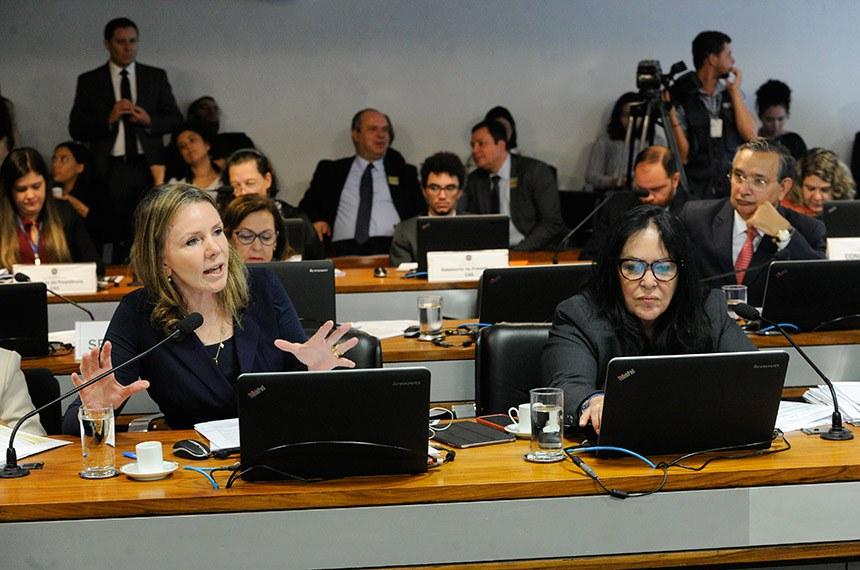 A senadora Vanessa defende projeto de Lindbergh Farias, na CAS, ao lado de Rose de Freitas