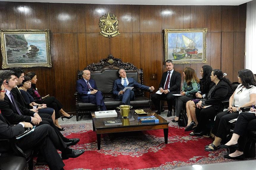 Presidente do Senado, senador Eunício Oliveira (PMDB-CE), recebe o senador José Serra (PSDB-SP) e membros da Organização Mundial de Saúde (OMS).  Foto: Jane de Araújo/Agência Senado