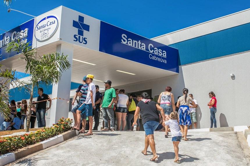 O governador Geraldo Alckmin participa da Inauguração da Santa Casa de Cabreúva, no interior de São Paulo.  O Ministério da Saúde concedeu o Certificado de Entidade Beneficente de Assistência Social (CEBAS), na área de saúde, a 104 Santas Casas e Hospitais Filantrópicos, em 13 estados de diferentes regiões do Brasil entre junho e julho deste ano.  Data: 24/03/2015. Local: Cabreúva/SP.  Foto: Diogo Moreira/A2 FOTOGRAFIA