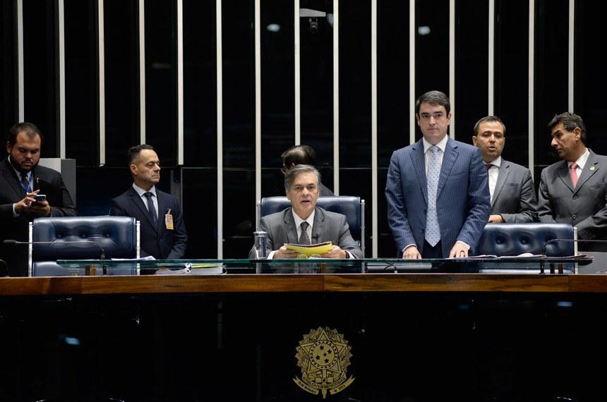 Cássio preside a sessão que aprovou o nome do novo embaixador