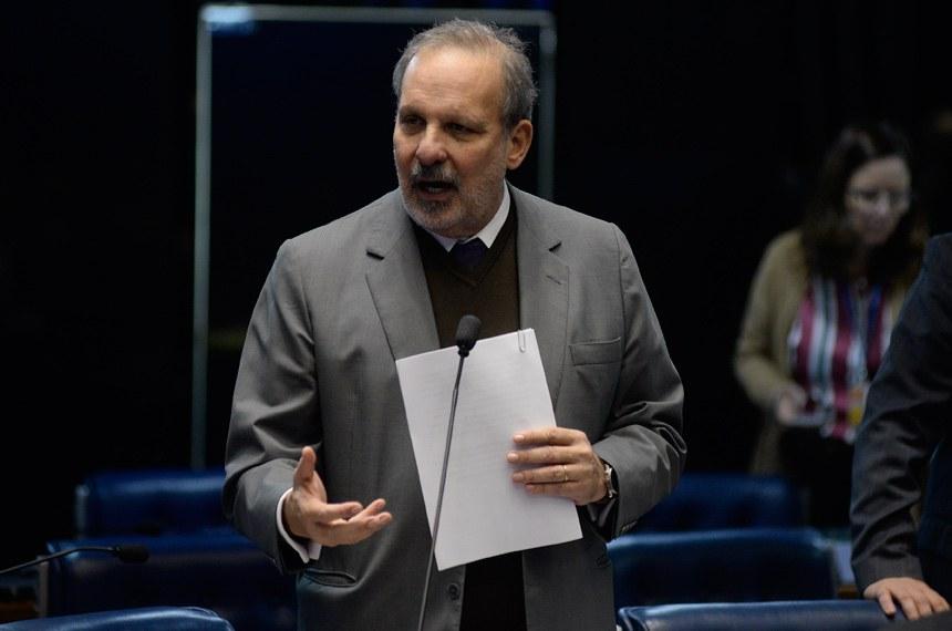 Plenário do Senado Federal durante sessão deliberativa ordinária.   À bancada em pronunciamento, senador Armando Monteiro (PTB-PE).  Foto: Jefferson Rudy/Agência Senado