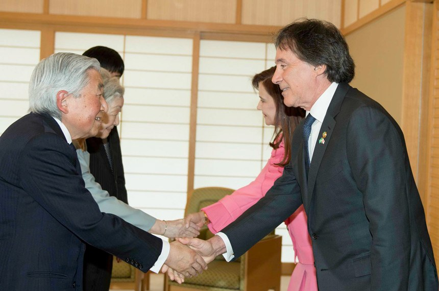 Em audiência no Palácio Imperial do Japão, em Tóquio, o presidente do Senado, Eunício Oliveira, foi recebido pelo imperador Akihito, iniciando os trabalhos desta segunda-feira (16). Eles conversaram sobre a amizade entre os dois povos e a necessidade de aumentar a integração entre Brasil e Japão.  15–16 de abr 2018