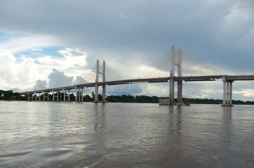 Ponte rodoviária sobre o Rio Tocantins em Imperatriz no Maranhão.