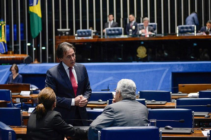Plenário do Senado Federal durante sessão deliberativa ordinária.   Participam: presidente do Senado, senador Eunício Oliveira (PMDB-CE); senador Roberto Requião (PMDB-PR);  senadora Kátia Abreu (PDT-TO).  Foto: Jefferson Rudy/Agência Senado