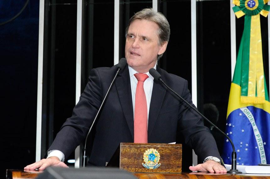 Plenário do Senado Federal durante sessão deliberativa extraordinária.   Em discurso, à tribuna, senador Dário Berger (PMDB-SC).  Foto: Waldemir Barreto/Agência Senado