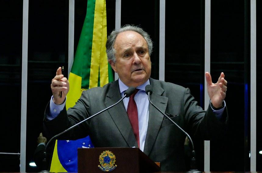 Plenário do Senado Federal durante sessão deliberativa ordinária.   Em discurso, à tribuna, senador Cristovam Buarque (PPS-DF).  Foto: Roque de Sá/Agência Senado