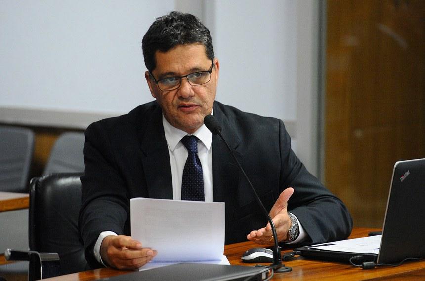 Comissão de Assuntos Econômicos (CAE) realiza reunião deliberativa com 12 itens, entre eles o PLS 577/2007, que trata da concessão do seguro-desemprego para o trabalhador rural.   À bancada em pronunciamento, senador Ricardo Ferraço (PSDB-ES).  Foto: Marcos Oliveira/Agência Senado