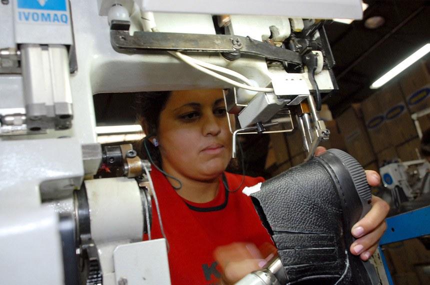 Empresa Kadesh de Imbituva PR. Curitiba 27-05-2011.  foto Mauro Frasson.  Kadesh, de Imbituva, é destaque em produção e responsabilidade social Fabricante de calçados de segurança, a empresa foi homenageada com o Mérito Industrial, durante as comemorações do Dia da Indústria em Irati.