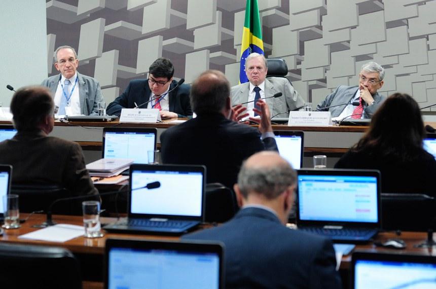 Comissão de Assuntos Econômicos (CAE) realiza audiência interativa para tratar sobre o acompanhamento dos principais indicadores fiscais e econômicos realizado pela Instituição Fiscal Independente (IFI), nos termos da Resolução do Senado Federal nº 42 de 2016.    Foto: Pedro França/Agência Senado