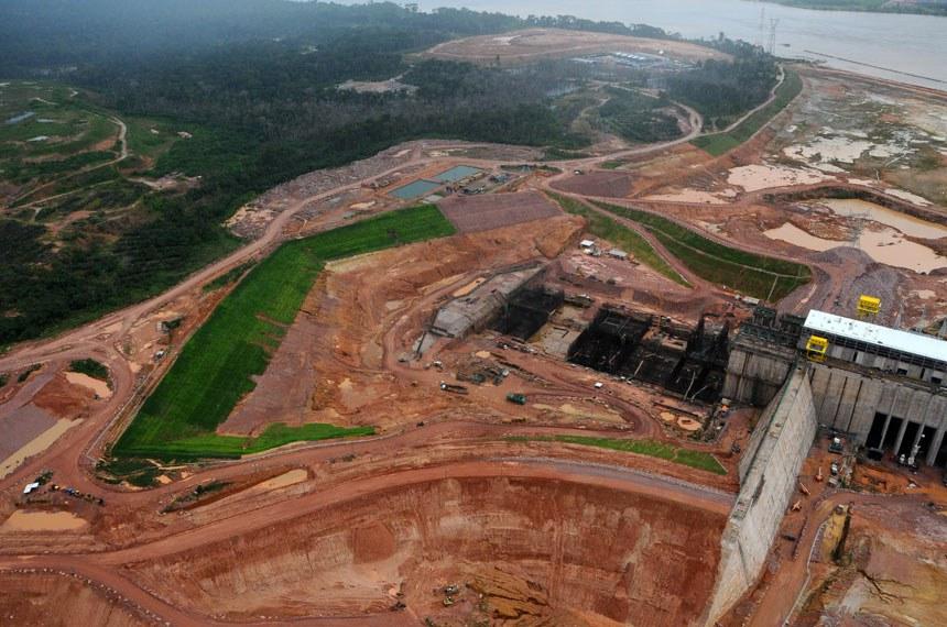 Vista geral das obras da usina hidrelétrica de Jirau, no rio Madeira, em Rondônia.