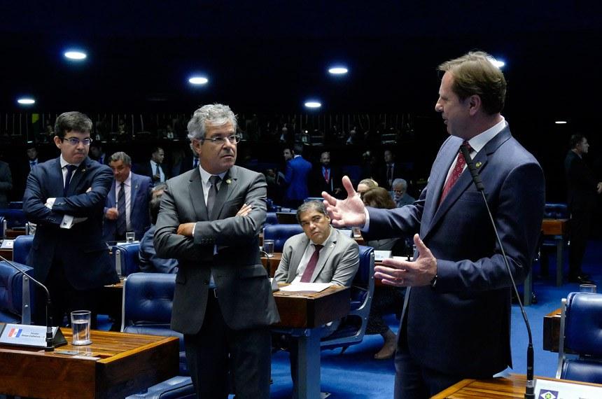 Plenário do Senado Federal durante sessão deliberativa ordinária.   À bancada em pronunciamento, senador Acir Gurgacz (PDT-RO).  Foto: Roque de Sá/Agência Senado