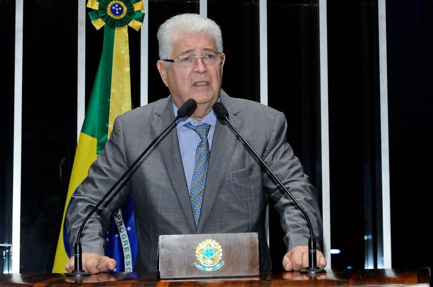 Plenário do Senado Federal durante sessão deliberativa ordinária.   Em discurso, senador Roberto Requião (PMDB-PR).  Foto: Waldemir Barreto/Agência Senado