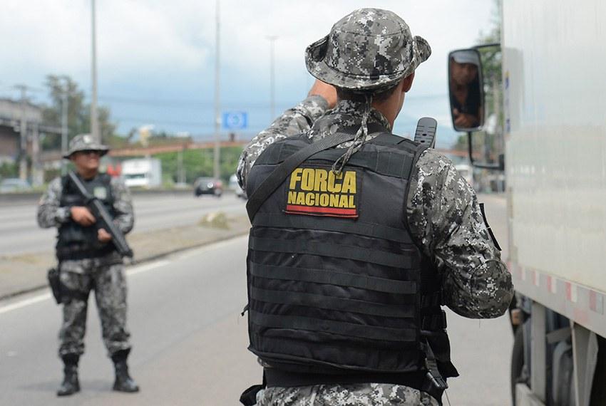 Forças Armadas em operação em rodovia no estado do Rio de Janeiro em março deste ano