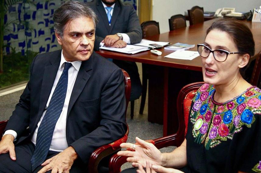 Primeiro vice-presidente do Senado, Cássio Cunha Lima (PSDB-PB) recebeu a chef Paola Carosella, contrária à retirada da informação sobre transgênicos nos rótulos de alimentos