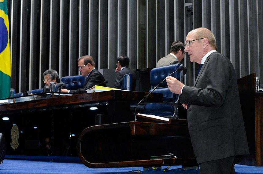 Plenário do Senado Federal durante sessão deliberativa ordinária.   À mesa: senador Wellington Fagundes (PR-MT);  senador Paulo Rocha (PT-PA).  Em discurso, à tribuna, senador Paulo Bauer (PSDB-SC).  Foto: Waldemir Barreto/Agência Senado