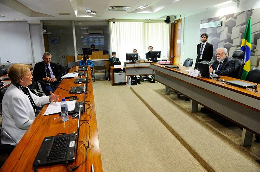 Senadora Ana Amélia (PP-RS), que solicitou o debate, teme impacto negativo da proposta no trabalho dos produtores de fumo