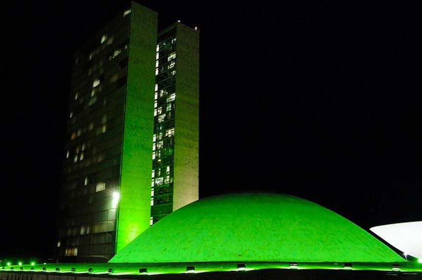 O prédio do Congresso Nacional já teve iluminação verde em abril para alertar sobre acidentes de trabalho no país