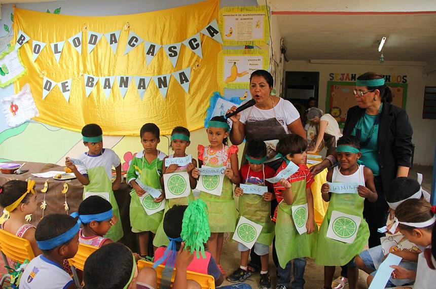 05.10.2017 05.10.17 Nutrição - Bolo de Casca de Banana Escola Redenção