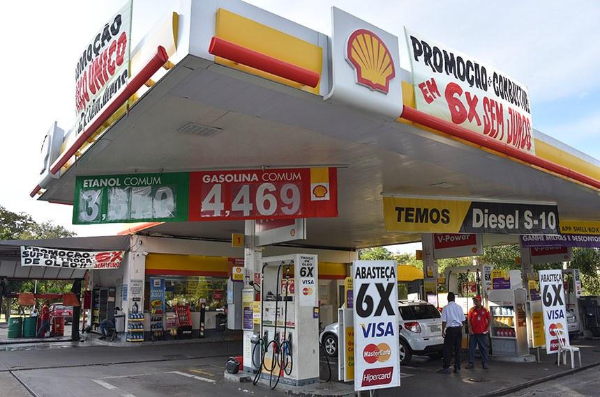 BIE - Posto de combustível da quadra 105 norte, em Brasília,  oferece parcelamento de combustível em até 6 vezes se juros no cartão de crédito.  Foto: Pillar Pedreira/Senado Federal