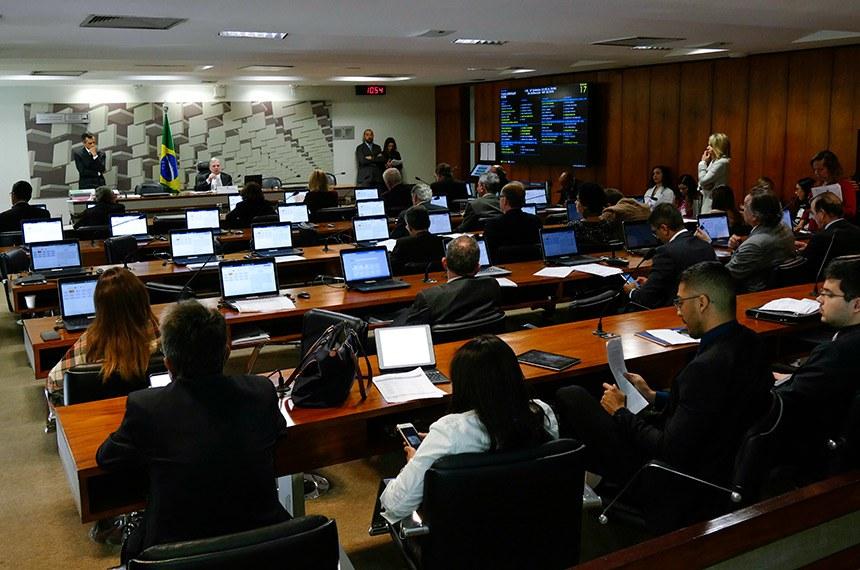 Comissão de Assuntos Econômicos (CAE) realiza reunião deliberativa com 15 itens. Na pauta, o PLS 330/2013, que estabelece regras de proteção de dados pessoais.   À mesa, presidente da CAE, senador Tasso Jereissati (PSDB-CE).  Foto: Roque de Sá/Agência Senado