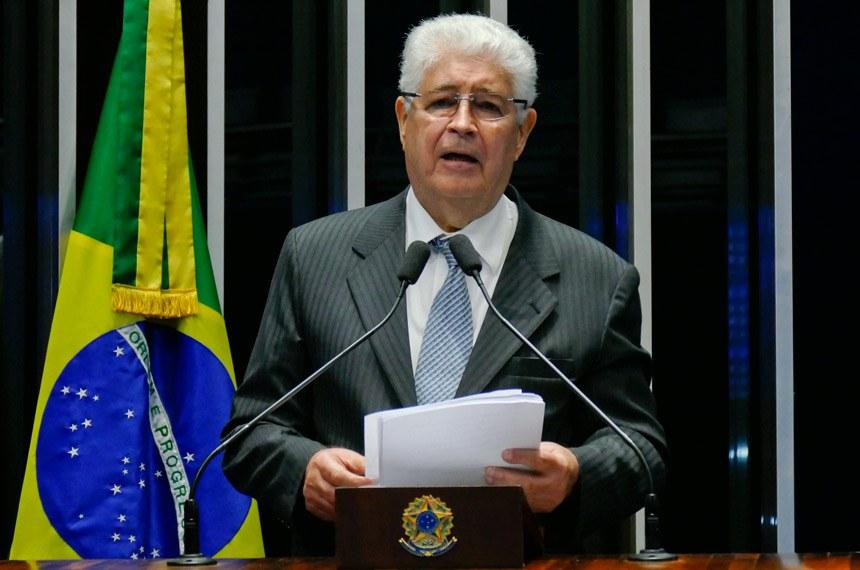 Plenário do Senado Federal durante sessão deliberativa ordinária.   Em discurso, à tribuna, senador Roberto Requião (PMDB-PR).  Foto: Roque de Sá/Agência Senado