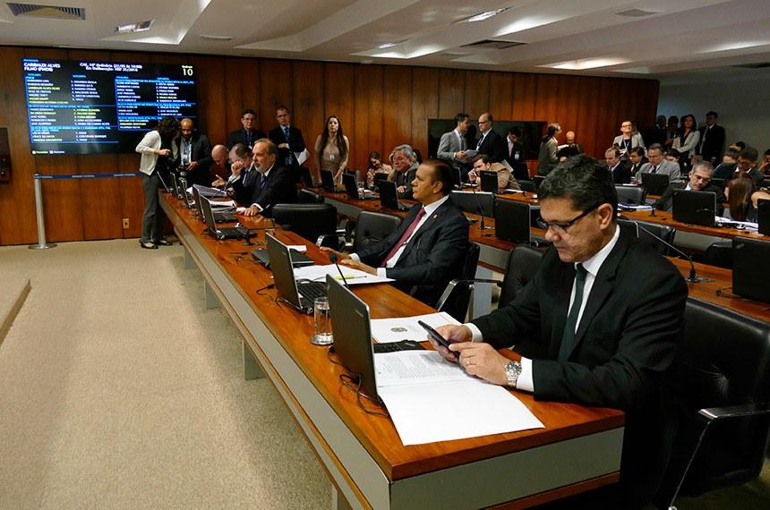Comissão de Assuntos Econômicos realiza reunião com 15 itens. Na pauta, o PLS 330/2013, que estabelece regras de proteção de dados pessoais.  Bancada:  senador Armando Monteiro (PTB-PE); senador Dalírio Beber (PSDB-SC); senador Flexa Ribeiro (PSDB-PA); senador Ataídes Oliveira (PSDB-TO);  senador Ricardo Ferraço (PSDB-ES).  Foto: Roque de Sá/Agência Senado