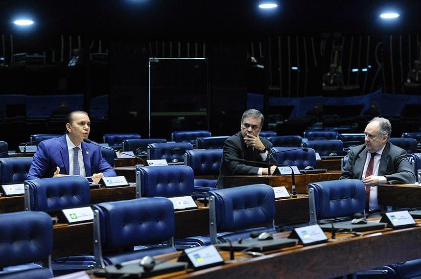Plenário do Senado Federal durante sessão deliberativa extraordinária.  Em pronunciamento, à bancada, senador Ataídes Oliveira (PSDB-TO).  Foto: Geraldo Magela/Agência Senado