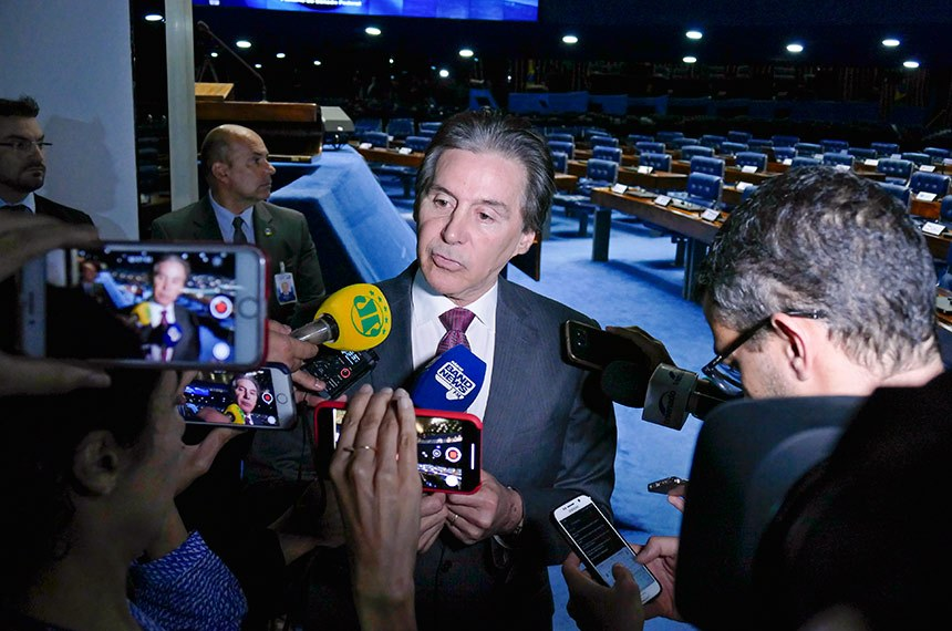 Presidente do Senado Federal, senador Eunício Oliveira (MDB-CE) concede entrevista após sessão deliberativa ordinária.    Foto: Roque de Sá/Agência Senado