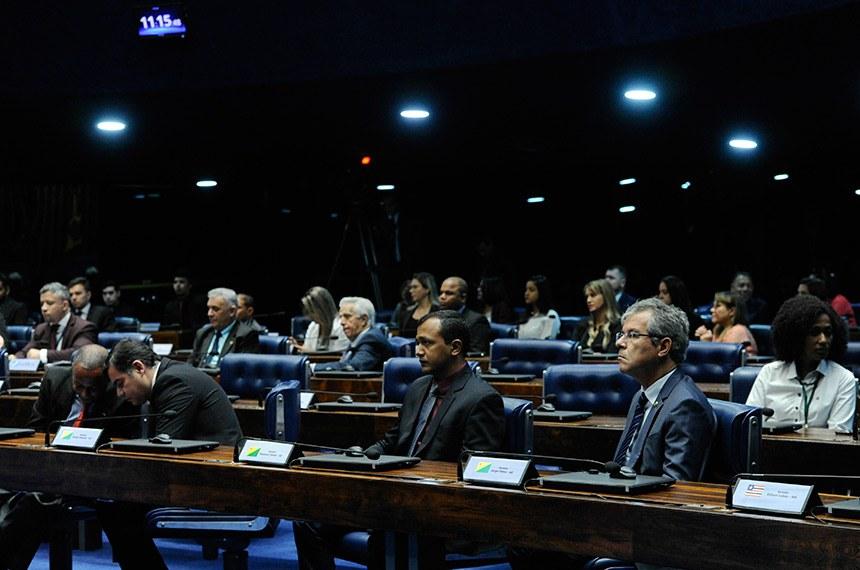 Plenário do Senado Federal durante sessão especial destinada a celebrar o Dia do Trabalhador.  À bancada, senador Jorge Viana (PT-AC).  Foto: Geraldo Magela/Agência Senado