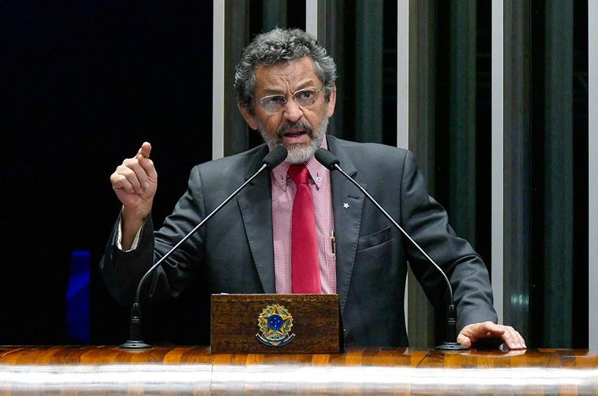 Plenário do Senado Federal durante sessão deliberativa ordinária.   Em discurso, à tribuna, senador Paulo Rocha (PT-PA).  Foto: Roque de Sá/Agência Senado