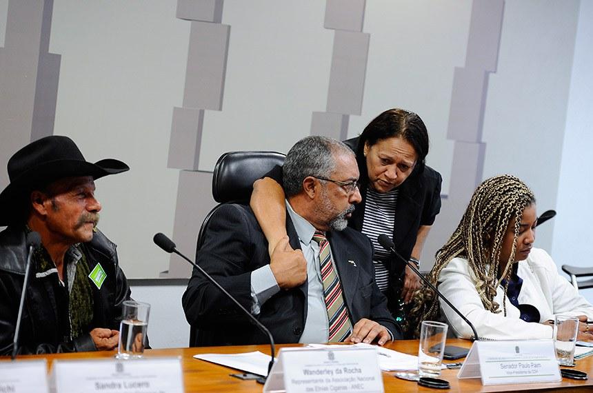 Comissão de Direitos Humanos e Legislação Participativa (CDH) realiza audiência interativa para tratar sobre o Estatuto do Cigano.  Mesa: representante da Associação Nacional das Etnias Ciganas (Anec), Wanderley da Rocha; vice-presidente da CDH, senador Paulo Paim (PT-RS); senadora Fátima Bezerra (PT-RN); servidora, representante da Secretaria Nacional de Políticas de Promoção da Igualdade Racial (SEPPIR/MDH), Natasha Barbosa.  Foto: Edilson Rodrigues/Agência Senado