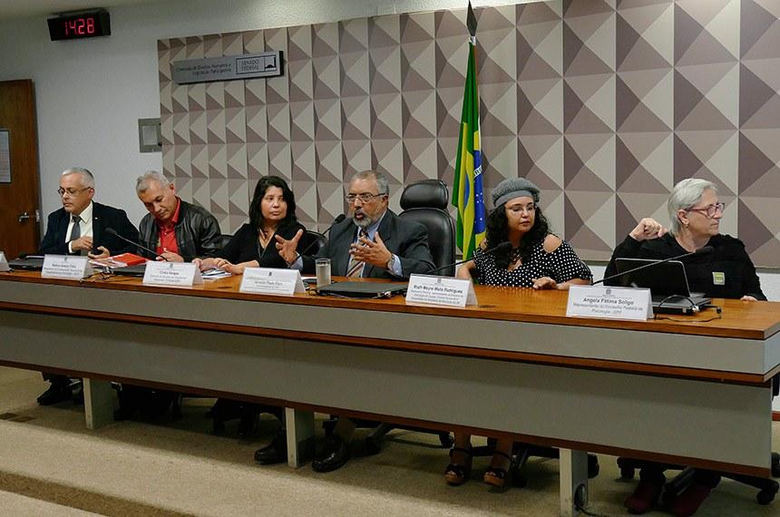 Participantes da audiência pública defenderam o ensino de direitos humanos nas escolas