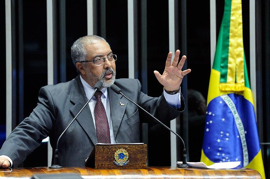 Plenário do Senado Federal durante sessão não deliberativa.   Em discurso, à tribuna, senador Paulo Paim (PT-RS).  Foto: Geraldo Magela/Agência Senado