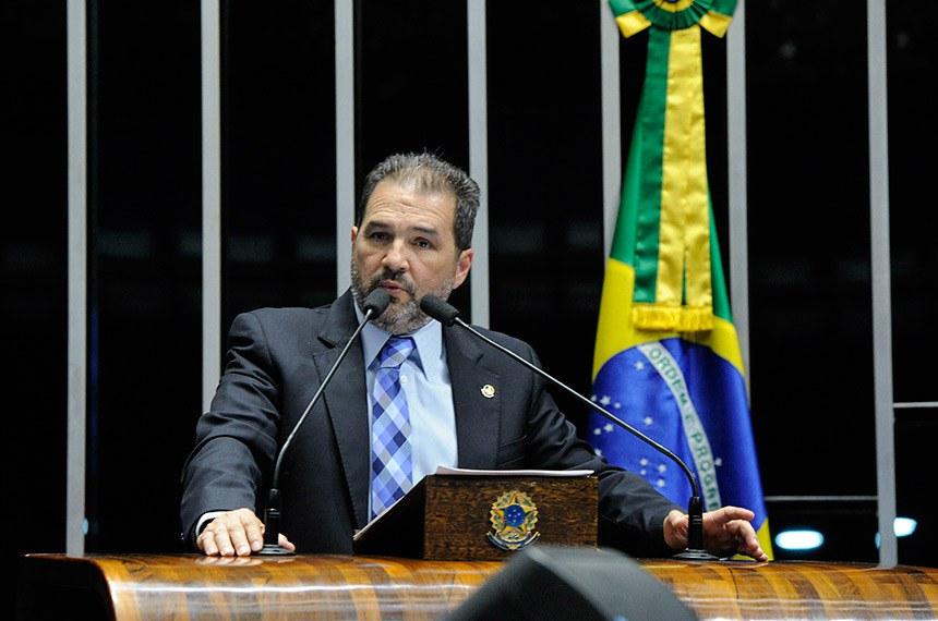 Plenário do Senado Federal durante sessão deliberativa ordinária.  Em discurso, à tribuna, senador Eduardo Lopes (PRB-RJ).   Foto: Moreira Mariz/Agência Senado