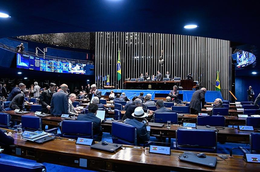 Plenário do Senado Federal durante sessão deliberativa ordinária.   À mesa, presidente do Senado Federal, senador Eunício Oliveira (MDB-CE), conduz sessão.  Foto: Waldemir Barreto/Agência Senado