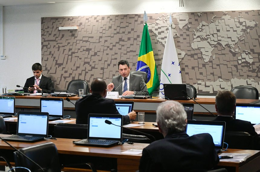 Comissão Mista Permanente sobre Mudanças Climáticas (CMMC) realiza reunião para apreciação do plano de trabalho.  À mesa, presidente da CMMC, deputado Sergio Souza (PMDB-PR).  Foto: Waldemir Barreto/Agência Senado