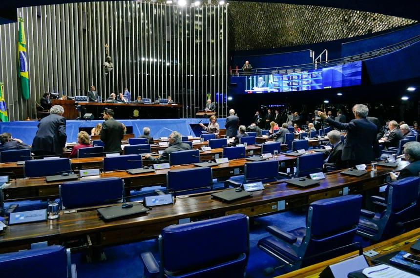 Plenário do Senado Federal durante sessão deliberativa ordinária. Ordem do dia.  Mesa: senador Flexa Ribeiro (PSDB-PA); presidente do Senado, senador Eunício Oliveira (MDB-CE);  senador Jorge Viana (PT-AC).  Foto: Roque de Sá/Agência Senado
