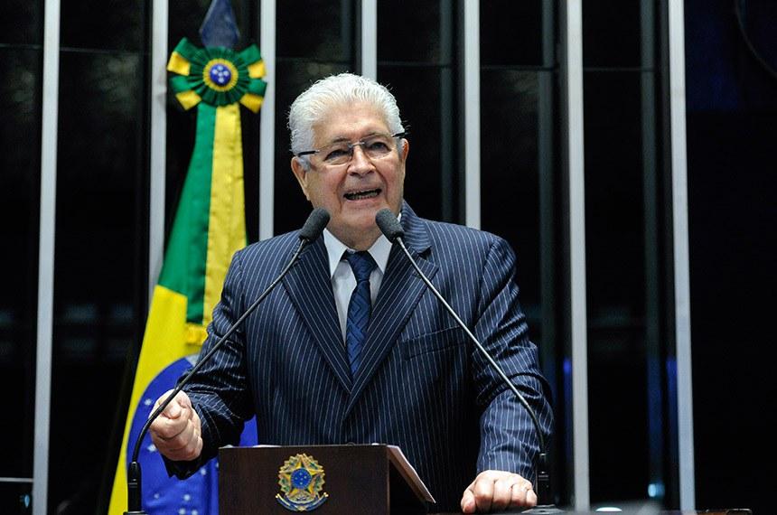 Plenário do Senado Federal durante sessão não deliberativa.   Em discurso, à tribuna, senador Roberto Requião (MDB-PR).  Foto: Geraldo Magela/Agência Senado