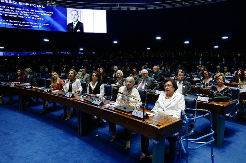 Plenário do Senado Federal durante sessão especial destinada a comemorar o centenário de nascimento do ex-senador Emival Ramos Caiado.  Bancada.  Foto: Roque de Sá/Agência Senado