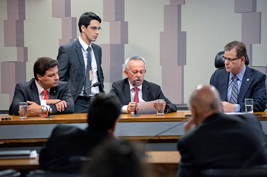 Comissão Mista da Medida Provisória (CMMPV) realiza reunião para instalação e eleição da Mesa.  São eleitos presidente e vice-presidente, respectivamente, o deputado Aelton Freitas (PR-MG) e o senador Benedito de Lira (PP-AL).  Mesa: deputado Sandro Alex (PPS-PR); vice-presidente da MP 831/2018, senador Benedito de Lira (PP-AL); deputado Leonardo Quintão (MDB-MG).  Foto: Jefferson Rudy/Agência Senado