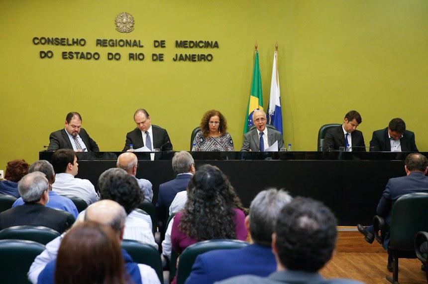 Rio de Janeiro - O ministro da Saúde, Ricardo Barros, se reúne com a Comissão Externa da Câmara dos Deputados, criada para tratar da situação dos hospitais federais no Rio de Janeiro (Fernando Frazão/Agência Brasil)