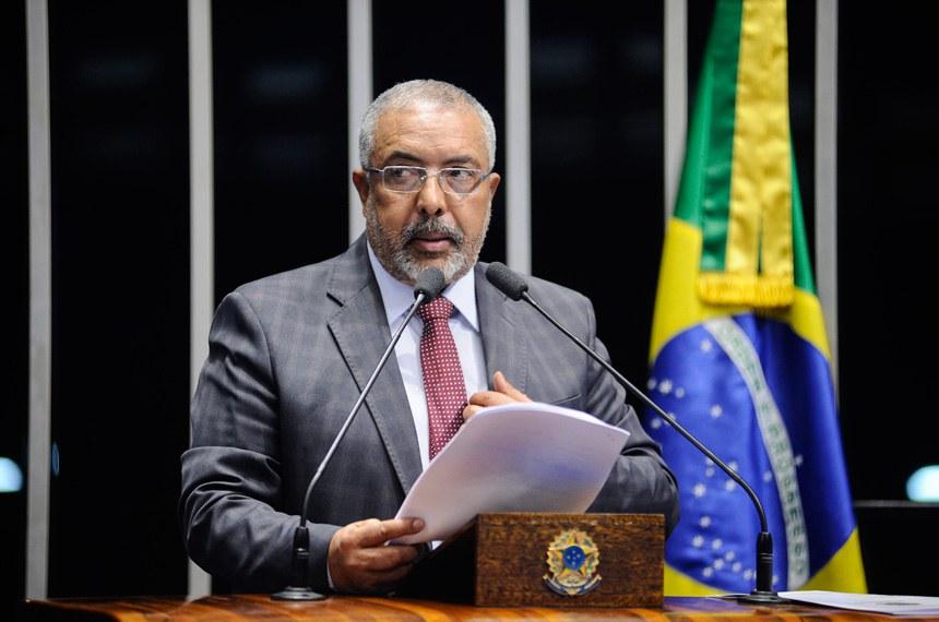 Plenário do Senado Federal durante sessão deliberativa ordinária.   Em discurso, senador Paulo Paim (PT-RS).    Foto: Pedro França/Agência Senado