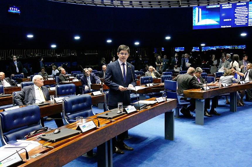 Plenário do Senado Federal durante sessão deliberativa ordinária. Ordem do dia.  Em pronunciamento, à bancada, senador Randolfe Rodrigues (Rede-AP).  Foto: Roque de Sá/Agência Senado