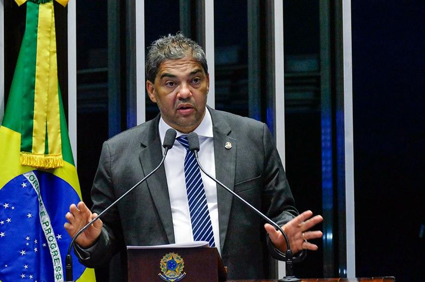 Plenário do Senado Federal durante sessão deliberativa extraordinária.   Em discurso, à tribuna, senador Hélio José (Pros-DF).  Foto: Roque de Sá/Agência Senado